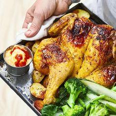 Kyckling med brynt soja- och honungssmör | Recept ICA.se Tandoori Chicken, Ricotta, Broccoli, Chicken Recipes, Turkey, Meat, Ethnic Recipes, Food, Green Bean