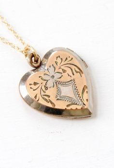 Your place to buy and sell all things handmade Heart Locket Necklace, Heart Jewelry, I Love Jewelry, High Jewelry, Jewelry Art, Jewelry Accessories, Victorian Jewelry, Antique Jewelry, Vintage Jewelry