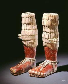with sandals. These are independent objects not part of a figure. Ancient Aztecs, Ancient Art, Aztec Art, Mexica, Mesoamerican, Inca, American Art, Archaeology, Clay