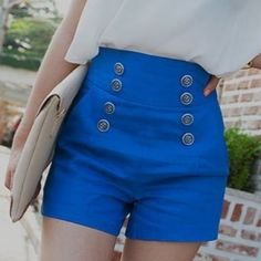 I love this color blue. And these shorts. If I had those legs.