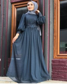 Fashion Style For Teens Party - Fashion Modern Hijab Fashion, Abaya Fashion, Muslim Fashion, Modest Fashion, Teen Fashion, Fashion Dresses, Kebaya Modern Dress, Dress Outfits, Casual Dresses