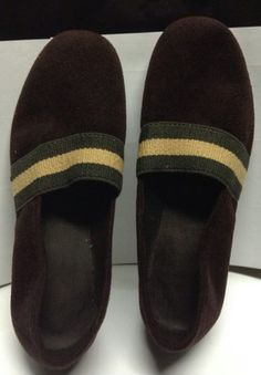 new vintage size 7 brown slippers / pantoufles anciennes grandeur 7 neuves