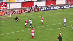 Referee scores goal in dutch soccer match Funny Soccer Videos, Soccer Gifs, Funny Comedy, Funny Memes, Hilarious, Fifa, Soccer Match, Referee, Football Soccer