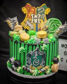 Harry Potter Theme Cake, Harry Potter Torte, Harry Potter Desserts, Harry Potter Treats, Harry Potter Wedding Cakes, Harry Potter Birthday Cake, Howard Harry Potter, Cumpleaños Harry Potter, Harry Potter Bookmark