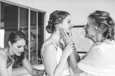 Such a beautiful mother-daughter moment | Photo by Lara Hotz