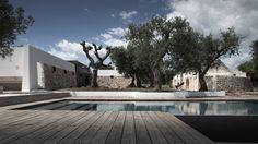 Luca Zanaroli Designs a Spacious Home in Bari Architecture Romane, Architecture Baroque, Contemporary Architecture, Interior Architecture, Interior And Exterior, Interior Design, Concrete Interiors, Mediterranean Homes, Outdoor Pool