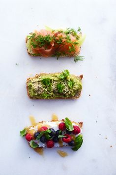grain free bread with toppings // Uusia Tuulia -blog