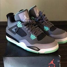 Released in August of the Air Jordan 4 Retro 'Green Glow' features a dark grey nubuck upper with a cement grey mudguard, black accents, and bright green highlights. Jordan Shoes Girls, Jordans Girls, Air Jordan Shoes, Girls Shoes, Air Jordans, Retro Jordan Shoes, Mens Jordans, Air Jordan Retro, Shoes Jordans