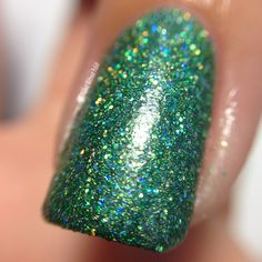 Macro of SuperChic Lacquer Take the Plunge with Marvel Plush top coat in direct light @wonderbeautypro