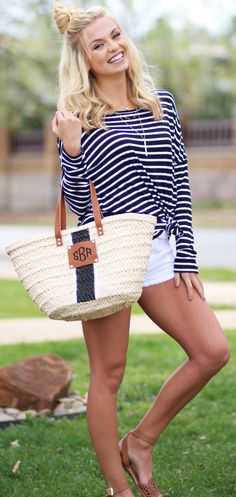 Still obsessinggg over this adorable Monogrammed Straw Tote Bag!!!