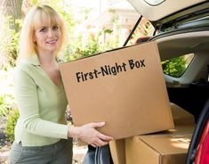 Helpful Moving Tips Everyone Should Know ~ Pack a first-night box full of all of the essentials! Toilet paper, first-aid kit, etc. The first-night box will help you distress when you arrive because you have everything you need in the one box you can find. Moving Day, Moving Tips, Moving House, Moving Hacks, Interior Design Minimalist, Minimalist Decor, Minimalist Living, Minimalist Kitchen, Minimalist Bedroom