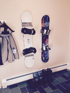 Snowboard Wall Mount | Hang Time - StoreYourBoard.com