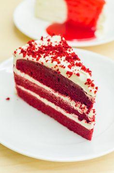 Red Velvet Cake originale ricetta classica americana: la ricetta per preparare la famosa Red Velvet Cake americana con il segreto per farla diventare rossa.