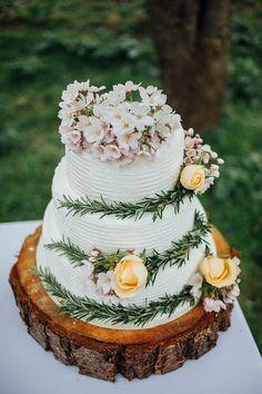 Rustoc Cake Blossom Roses Log Icing Pretty Spring Garden Wedding Ideas http://www.charlottebryer-ash.com/