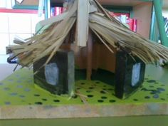 School projects Made in England: Prehistory Wall Display Prehistory display England Prehistory knutselen projects school Wall History Projects, School Projects, Stone Age Houses, Stone Age Art, Class Displays, Prehistoric World, Home Learning, Round House, Iron Age