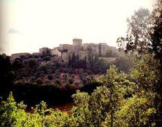 Gualdo Cattaneo  http://www.umbriatakeaway.com/en/passeggiata-fotografica-tra-le-vigne-e-i-borghi-della-strada-del-sagrantino/