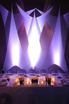 Mesa principal. Decoración con telas y Deco light