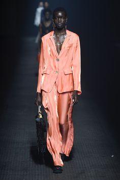 Look 40 l Kenzo l Womenswear l Women fashion runway look outfit l Orange suit Women's Runway Fashion, Suit Fashion, Fashion Week, Fashion Show, Kenzo, Orange Suit, Spring Couture, Fashion For Women Over 40, Street Style Looks