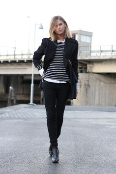 Apr 2018 - Tomboy Fashion: Tine Andrea is wearing a pair of black Weekday skinny jeans, leather ankle boots and jacket from Zara with a Gant white shirt Sweater Outfits For Work, Black Jeans Outfit, Casual Winter Outfits, Cute Tomboy Style, Cute Tomboy Outfits, Fashion Mode, Tomboy Fashion, Fashion Outfits, Net Fashion