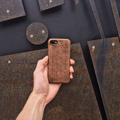 Workshop of leather cases, covers and wallets for iPhone, iPad and MacBook. Hand crafted from vegetable tanned leather in geometric design. Shipping worldwide.