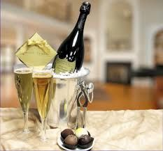 A timeless gift of Dom Perignon & sumptuous chocolate truffles ensconced in an elegant gift basket for a unique champagne and chocolate gift. Flute Champagne, Best Champagne, Glass Of Champagne, Champagne Taste, Sparkling Wine, Champagne Truffles, Happy Hour, Dom Perignon, E Mc2