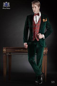 Traje a medida de terciopelo verde con solapa v y dos botones, modelo 929 Ottavio Nuccio Gala colección Black Tie 2015.
