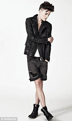 Casey Legler, the world's first female model to be signed to a male modelling agency lands shoot for AllSaints . and she's modelling men's AND women's clothes Androgynous People, Androgynous Models, Androgynous Fashion, Tomboy Fashion, Grunge Fashion, Male Fashion, Style Androgyne, Tomboy Stil, Masculine Style
