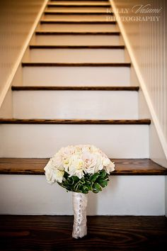 Windy i know i said no roses but ill settle what about soft white like this without the green sticking out??