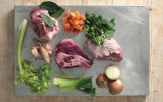 How to Make Stock: the Classic Recipe with Meat - La Cucina Italiana Feta Dip, Beef Stock Recipes, Homemade Beef Broth, Beef Chops, Beef Bones, Pasta, Italian Recipes, Meat, Cooking