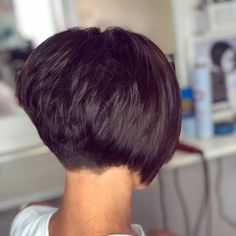 bob hairstyles for fine hair So into short hair right now! Razored bob with lots of text # Short Layered Haircuts, Short Bob Hairstyles, Short Hair Cuts, Hairstyles Pictures, Hairstyles 2018, A Line Haircut Short, Short Bob With Layers, Styling Short Hair Bob, Short Wedge Haircut