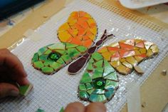 Mosaic Diy, Mosaic Crafts, Mosaic Projects, Mosaic Glass, Stained Glass, Projects To Try, Glass Flowers, Mosaic Designs, Creative Art