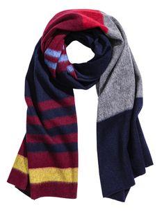 Check this out! PREMIUM QUALITY. Een gestreepte sjaal van zachte, geweven wol met onafgewerkte randen. Afmetingen 70x200 cm. – Ga naar hm.com om meer te bekijken.