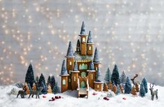 Make your Christmas extra special with this magical gingerbread fairytale castle! Find this creative Christmas recipe, & many more, at Tesco Real Food. _ Actual directions here. Gingerbread Castle, Gingerbread Dough, Gingerbread House Designs, Christmas Gingerbread House, Christmas Cookies, Christmas Crafts, Gingerbread House Template, Christmas Houses, Christmas Foods