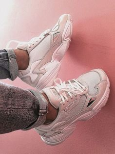 18 ideas for sneakers nike schoenen Sneakers Mode, Sneakers Fashion, Fashion Shoes, Tumblr Sneakers, Sneakers Adidas, Sneaker Outfits, Cute Shoes, Me Too Shoes, Dad Shoes