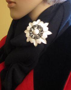 Funky Black & White Vintage Flower Brooch, Metal Flower Pin, White Enamel, 1960s, Vintage Jewellery, Vintage Style, Vintage Scarf Pin by LAmourDAntique on Etsy