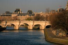 Bridge_over_the_Seine_River,_Paris_(4199667466).jpg (1024×683)
