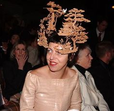 Isabella Blow (1958-2007) English magazine editor and fashion icon. Muse of hat designer Philip Treacy - Carefully selected by GORGONIA www.gorgonia.it