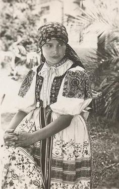 Most of pictures illustrate rural Slovakia and its peasants who are bearers of Slovak folk culture which is basically pagan, thus interesting for Slavdom as such. Moon Goddess, Goddess Art, Fashion Now, Folk Fashion, Principles Of Art, Orthodox Icons, Culture, Folk Costume, Op Art