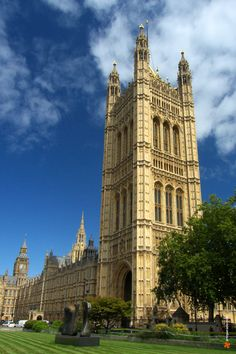 Victoria Tower and Green Colege - London, England