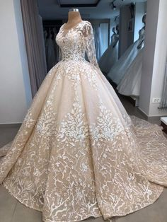 Stunning Wedding Dresses, Colored Wedding Dresses, Best Wedding Dresses, Beautiful Gowns, Gown Wedding, Ball Dresses, Ball Gowns, Bridal Mehndi Dresses, Sweetheart Wedding Dress