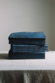Handmade Notebook, Handmade Journals, Handmade Books, Diy Paper, Paper Art, Paper Crafts, Buch Design, Indigo Colour, Journal Paper