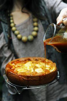 Gâteau aux pommes et cidre au caramel au beurre salé et au… cidre