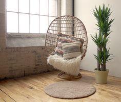 Relax und genießen diesen schönen FilzKugelTeppich unter deiner Füße.Mit unseren Teppichen können Sie eine gemütliche Stimmung in wenigen Minuten erstellen.  Bestellung: www.sukhi.de