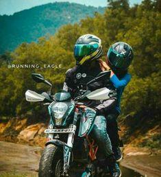 Bike Couple, Motorcycle Couple, Harry Potter Kiss, Cute Couples Photos, Couple Photos, Bike Photoshoot, Bike Pic, Motorcycle Photography, Cute Girl Photo