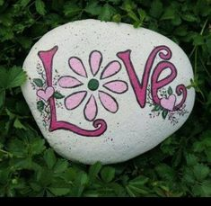 Rock painting ideas easy Rock painting art Painted rocks Rock painting designs Stone painting Rock flowers - Making craft rocks with some DIY easy rock painting ideas can be a really fun activity - Rockpainting ideaseasy Rock Painting Patterns, Rock Painting Ideas Easy, Rock Painting Designs, Paint Designs, Pebble Painting, Pebble Art, Stone Painting, Painting Art, Painted Rocks Craft