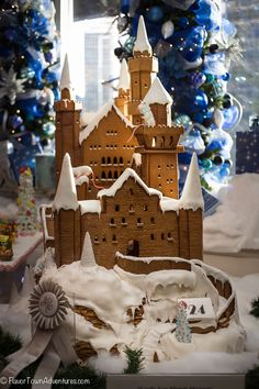 Fairytale Gingerbread Castle - Neuschwanstein! Ett riktigt sagoslott av pepparkaka - Neuschwanstein! ...... oh my, I think someone outdid themselves! I see they won a ribbon for it, just beautiful...