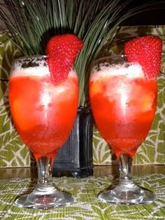 Non-Alcoholic Bellinis!... drank a lot of non alcoholic mai tais during the pregnancy, great recipes!