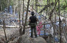 Polícia da Malásia revela condições de acampamentos de tráfico humano Florestas da Tailândia e Malásia têm sido ponto de parada de traficantes. Autoridades levaram grupo de jornalistas a um dos acampamentos.