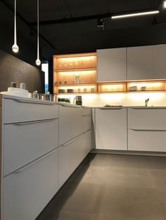 livingkitchen 2017 messestand leicht k chen ag le colours von le corbusier leicht bunt farbe. Black Bedroom Furniture Sets. Home Design Ideas