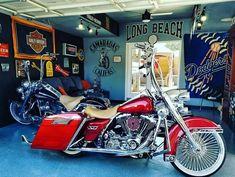 "Follow & Tag ""HD Tourers and Baggers"" on Instagram Facebook Twitter & across the Web. ===================== #hdtourersandbaggers  ===================== Credit to @eazy_lb_562 ===================== #instamotogallery #instamoto #motorcycles #harleydavidson #roadkingclassic #roadking #roadglide #streetglide #softail #showoffmyharley #harleysofinstagram #harleylife #bikelife #bikersofinstagra #bikestagram  #harleyrider #harleyriders #customharley #throttlezone #harleydavidsonnation…"